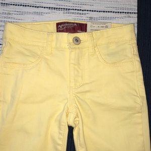 NWT Arizona Jeans yellow shorts size 5 reg.